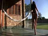 Nackte Schönheit mit langen schlanken Beinen beim Sex